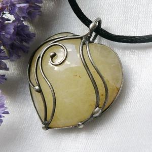 Kalcit szív medál, Medál, Nyaklánc, Ékszer, Ékszerkészítés, Ötvös, Saját tervezésű egyedi kézműves alkotás.\n\nA medál tiffany technikával készült kalcit és ólommentes, ..., Meska