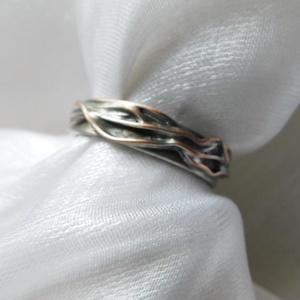 """LEFOGLALVA! \""""Fonott\"""" mintás gyűrű, Ékszer, Gyűrű, Szoliter gyűrű, Ékszerkészítés, Fémmegmunkálás, Saját tervezésű egyedi kézműves alkotás.\n\nA gyűrű Tiffany technikával készült természetes réz és ólo..., Meska"""