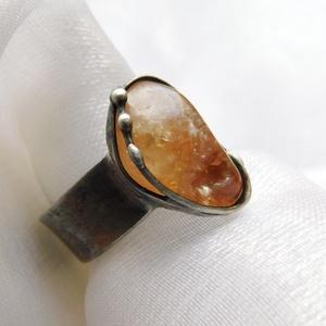 Citrin gyűrű, Ékszer, Gyűrű, Szoliter gyűrű, Ékszerkészítés, Fémmegmunkálás, Saját tervezésű egyedi kézműves alkotás.\n\nA gyűrű Tiffany technikával készült citrin, réz és ólommen..., Meska