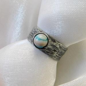 Achát gyűrű, Ékszer, Gyűrű, Szoliter gyűrű, Ékszerkészítés, Fémmegmunkálás, Saját tervezésű egyedi kézműves alkotás.\n\nA gyűrű Tiffany technikával készült achát, réz és ólomment..., Meska