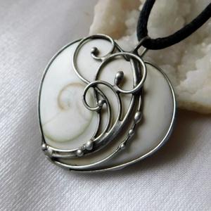 Shiva eye medál, Ékszer, Nyaklánc, Medálos nyaklánc, Ékszerkészítés, Fémmegmunkálás, A medál Tiffany technikával készült különleges Shiva-eye gyöngyház, réz és ólommentes, ezüsttartalmú..., Meska