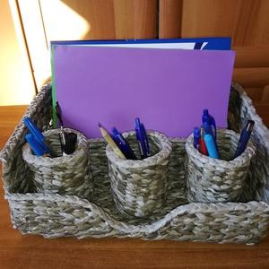 Asztali rendszerező ceruzatartókkal, szürke színben , Gyerek & játék, Gyerekszoba, Tárolóeszköz - gyerekszobába, Férfiaknak, Hagyományőrző ajándékok, Festett tárgyak, Fonás (csuhé, gyékény, stb.), Papírfonás technikával készítettem ezt az asztali tárolót, hogy az írószerek, papírok stb. kézközelb..., Meska
