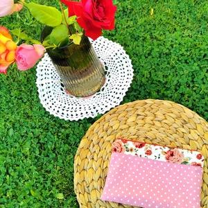 Romantikus, rózsás neszeszer bohém hölgyeknek, Táska & Tok, Neszesszer, Varrás, A rózsás anyagom párosítottam ezúttal az egyik kedvenc rózsaszín pöttyös anyagommal, ez a neszeszer ..., Meska