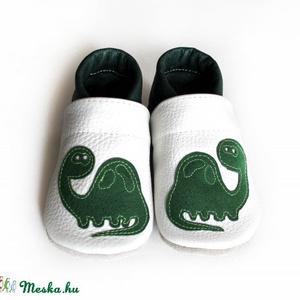 Hopphopp puhatalpú cipő - Dinoszaurusz, Babacipő, Babaruha & Gyerekruha, Ruha & Divat, Varrás, A cipők természetes, puha, minőségi bőrből készülnek, melyek ideálisak a járni tanuló babáknak, vagy..., Meska