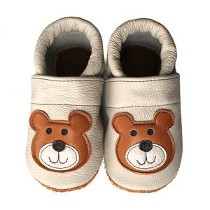 Hopphopp puhatalpú cipő - Maci / Bézs, Táska, Divat & Szépség, Gyerekruha, Ruha, divat, Cipő, papucs, Varrás, Bőrművesség, A cipők természetes, puha, minőségi bőrből készülnek, melyek ideálisak a járni tanuló babáknak, vagy..., Meska