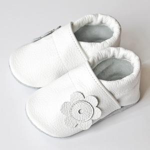 Hopphopp puhatalpú cipő - Keresztelőre / Alkalomra, Táska, Divat & Szépség, Gyerekruha, Ruha, divat, Cipő, papucs, Varrás, Bőrművesség, A cipők természetes, puha, minőségi bőrből készülnek, melyek ideálisak a járni tanuló babáknak, vagy..., Meska