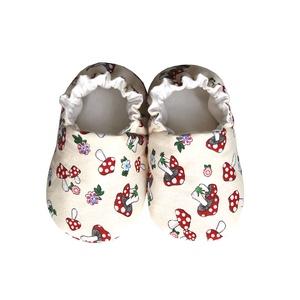 Bézs/Gombás kocsicipő, Babacipő, Babaruha & Gyerekruha, Ruha & Divat, Varrás, 16-19-es méretben rendelhetők a cipőcskék, kívül-belül pamutból készülnek, illetve a két réteg közé ..., Meska