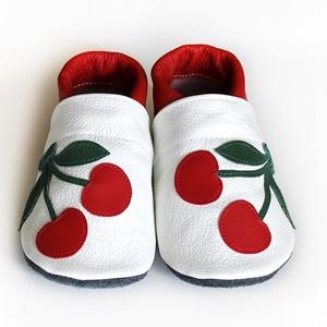 Hopphopp puhatalpú babacipő - Cseresznyés, Ruha & Divat, Cipő & Papucs, Cipő, Varrás, A cipők természetes, puha, minőségi bőrből készülnek, melyek ideálisak a járni tanuló babáknak, vagy..., Meska