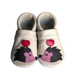 Hopphopp puhatalpú cipő - Sünis, Babacipő, Babaruha & Gyerekruha, Ruha & Divat, Varrás, Bőrművesség, A cipők természetes, puha, minőségi bőrből készülnek, melyek ideálisak a járni tanuló babáknak, vagy..., Meska