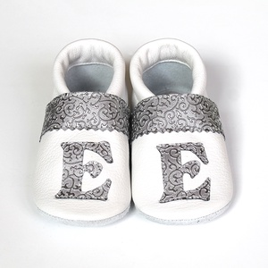Hopphopp puhatalpú cipő - Monogramos - Keresztelőre/Esküvőre/Alkalmakra, Gyerek & játék, Esküvő, Táska, Divat & Szépség, Cipő, papucs, Varrás, A cipők természetes, puha, minőségi bőrből készülnek, melyek ideálisak a járni tanuló babáknak, vagy..., Meska
