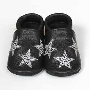 Hopphopp puhatalpú cipő - Csillagos - Keresztelőre/Esküvőre/Alkalmakra, Mamusz & Házicipő, Cipő & Papucs, Ruha & Divat, Varrás, A cipők természetes, puha, minőségi bőrből készülnek, melyek ideálisak a járni tanuló babáknak, vagy..., Meska