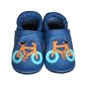 Hopphopp puhatalpú cipő - Biciklis/Kék, Babacipő, Babaruha & Gyerekruha, Ruha & Divat, Varrás, A cipők természetes, puha, minőségi bőrből készülnek, melyek ideálisak a járni tanuló babáknak, vagy..., Meska