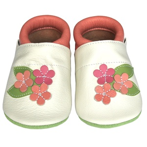 Új!!! Hopphopp puhatalpú cipő - Virágos/pasztell, Táska, Divat & Szépség, Cipő, papucs, Ruha, divat, Gyerekruha, Baba (0-1év), Gyerek (1-10 év), Bőrművesség, Varrás, A cipők természetes, puha, minőségi bőrből készülnek, melyek ideálisak a járni tanuló babáknak, vagy..., Meska