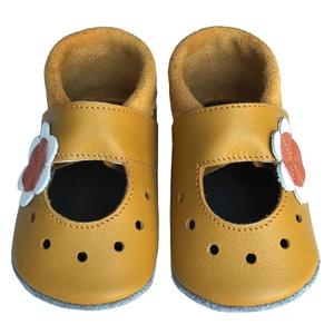 Hopphopp puhatalpú szandál - Virágos/mustársárga, Táska, Divat & Szépség, Cipő, papucs, Ruha, divat, Gyerekruha, Baba (0-1év), Gyerek (1-10 év), Bőrművesség, Varrás, A cipők természetes, puha, minőségi bőrből készülnek, melyek ideálisak a járni tanuló babáknak, vagy..., Meska