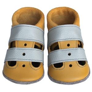 Hopphopp puhatalpú szandál - Mustársárga/világosszürke, Babacipő, Babaruha & Gyerekruha, Ruha & Divat, Bőrművesség, Varrás, A cipők természetes, puha, minőségi bőrből készülnek, melyek ideálisak a járni tanuló babáknak, vagy..., Meska