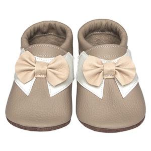 Új!!! Hopphopp puhatalpú cipő - Csokornyakkendős/Alkalmi-drapp, Babacipő, Babaruha & Gyerekruha, Ruha & Divat, Bőrművesség, Varrás, A cipők természetes, puha, minőségi bőrből készülnek, melyek ideálisak a járni tanuló babáknak, vagy..., Meska