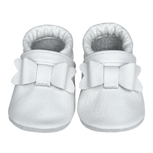 Új!!! Hopphopp puhatalpú cipő - Masnis/fehér, Babacipő, Babaruha & Gyerekruha, Ruha & Divat, Bőrművesség, Varrás, A cipők természetes, puha, minőségi bőrből készülnek, melyek ideálisak a járni tanuló babáknak, vagy..., Meska