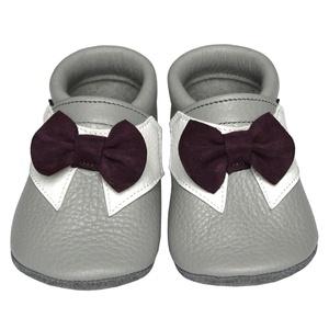 Új!!! Hopphopp puhatalpú cipő - Csokornyakkendős/Alkalmi-világosszürke, Táska, Divat & Szépség, Cipő, papucs, Ruha, divat, Gyerekruha, Baba (0-1év), Gyerek (1-10 év), A cipők természetes, puha, minőségi bőrből készülnek, melyek ideálisak a járni tanuló babáknak, vagy..., Meska