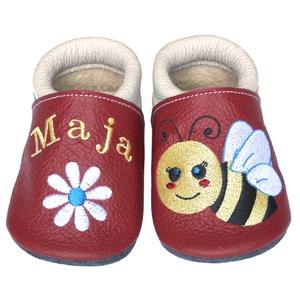Új! Hopphopp puhatalpú cipő - Hímzett/méhecskés, Babacipő, Babaruha & Gyerekruha, Ruha & Divat, Varrás, Hímzés, Varázsold emlékké gyermeked cipőjét! :) \n\nA puhatalpú bőrcipőket egyedi, névre szóló hímzéssel lehet..., Meska