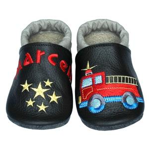 Új! Hopphopp puhatalpú cipő - Hímzett/tűzoltóautó, Babacipő, Babaruha & Gyerekruha, Ruha & Divat, Hímzés, Varrás, Varázsold emlékké gyermeked cipőjét! :) \n\nA puhatalpú bőrcipőket egyedi, névre szóló hímzéssel lehet..., Meska