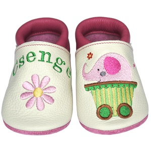 Új! Hopphopp puhatalpú cipő - Hímzett/elefántos, Babacipő, Babaruha & Gyerekruha, Ruha & Divat, Hímzés, Varrás, Varázsold emlékké gyermeked cipőjét! :) \n\nA puhatalpú bőrcipőket egyedi, névre szóló hímzéssel lehet..., Meska