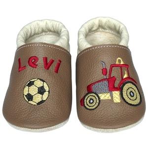 Új! Hopphopp puhatalpú cipő - Hímzett/traktoros, Babacipő, Babaruha & Gyerekruha, Ruha & Divat, Hímzés, Varrás, Varázsold emlékké gyermeked cipőjét! :) \n\nA puhatalpú bőrcipőket egyedi, névre szóló hímzéssel lehet..., Meska