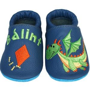 Új! Hopphopp puhatalpú cipő - Hímzett - sárkányos, Babacipő, Babaruha & Gyerekruha, Ruha & Divat, Hímzés, Varrás, Varázsold emlékké gyermeked cipőjét! :) \n\nA puhatalpú bőrcipőket egyedi, névre szóló hímzéssel lehet..., Meska