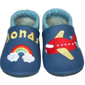 Új! Hopphopp puhatalpú cipő - Hímzett - repülős/szivárványos, Babacipő, Babaruha & Gyerekruha, Ruha & Divat, Hímzés, Varrás, Varázsold emlékké gyermeked cipőjét! :) \n\nA puhatalpú bőrcipőket egyedi, névre szóló hímzéssel lehet..., Meska