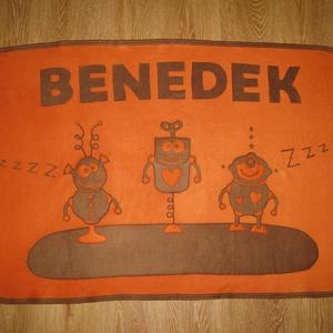 robotos babatakaró - névre szólóan, Takaró, Lakástextil, Otthon & Lakás, Varrás, Kisfiú részére, puha polár felhasználásával készítettem ezt a robotos takarót, melyre kérés esetén a..., Meska