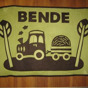 traktoros babatakaró - névre szólóan, Takaró, Lakástextil, Otthon & Lakás, Varrás, Kisfiú részére, két natúr színű, puha polár felhasználásával készítettem ezt a traktoros takarót, me..., Meska