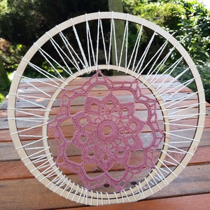 Mandala - horgolt dekoráció , Mandala, Dekoráció, Otthon & Lakás, Horgolás, 28 cm átmérőjű horgolt dísz, amely falra vagy ablakba akasztva mutat a legjobban.  A mandala tovább ..., Meska