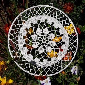 Mandala - horgolt dekoráció , Mandala, Dekoráció, Otthon & Lakás, Horgolás, 25 cm átmérőjű horgolt dísz, amely falra vagy ablakba akasztva mutat a legjobban.  A mandala tovább ..., Meska