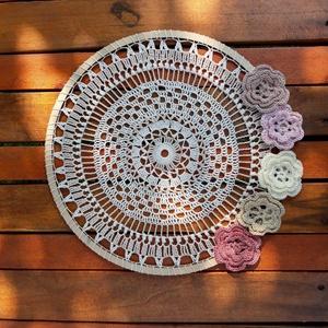Mandala - horgolt dekoráció , Mandala, Dekoráció, Otthon & Lakás, Horgolás,  1 db 32 cm átmérőjű horgolt dísz, amely falra vagy ablakba akasztva mutat a legjobban.\nEsküvői deko..., Meska