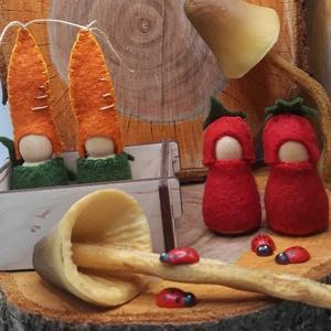 Manócskák- Zöldségmanók - waldorf inspiráció , Játék & Gyerek, Famegmunkálás, Varrás, A négy kis  manócska alapja kis fa figura. Gyapjúfilc ruhácskát varrtam nekik gy lettek ők répa és p..., Meska