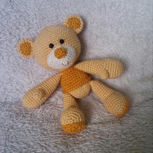 Horgolt sárga mackó pólóban (HorgoloZoo) - Meska.hu