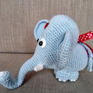 SZÍV ALAKÚ ELEFÁNT, Elefánt, Plüssállat & Játékfigura, Játék & Gyerek, Horgolás, Ajándék lehet Valentin napra, de egyéb alkalmakra is ez az aranyos szív alakú elefánt.\n100 %-os minő..., Meska