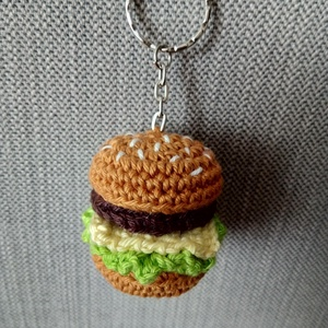HAMBURGER KULCSTARTÓ, Táska, Divat & Szépség, Kulcstartó, táskadísz, Horgolás, 100%-os minőségi pamutfonalból horgolt hamburger kulcstartó, melynek felső részét hímzéssel díszítet..., Meska