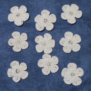 Horgolt kisvirág, Dekorációs kellékek, Egyéb kellékek, Kötés, horgolás, Horgolt kis virágok,gyönggyel a közepén.\nMinőségi fonalból készült.\nA virágok átmérője 3 cm. \nBármil..., Meska