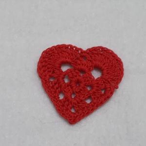 Horgolt szívek, Dekorációs kellékek, Egyéb kellékek, Kötés, horgolás, Horgolt szívek, minőségi fonalból készült.\nA szívek átmérője 4 cm. \nBármilyen ruha,hajpánt vagy aján..., Meska