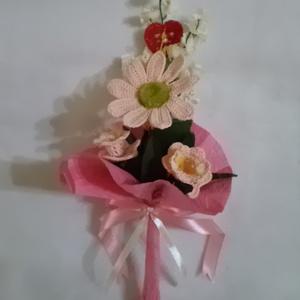 Örök emlék! Sosem hervad el!, Dekoráció, Otthon & lakás, Ünnepi dekoráció, Horgolás, Virágkötés, Horgolt virágcsokor,egy gerbera és három tölcsérvirágot tartalmaz.\nA virágok bármilyen színben kérhe..., Meska
