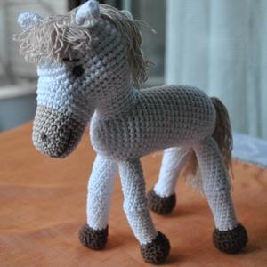 Ló, Gyerek & játék, Játék, Játékfigura, Horgolás, Ló\nÁlló, 4lábú\n\nPamut fonal + PE töltet\n\nkb. 20cm, Meska