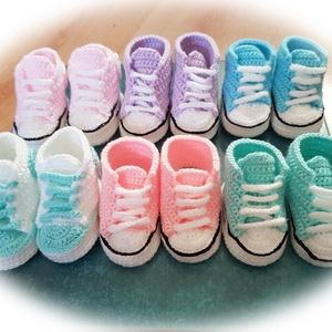 Horgolt sportcipő babáknak, Converse stílusban, több színben, Gyerek & játék, Baba-mama kellék, Horgolás, Horgolt sportcipő divatos stílusban, vidám színekben. Akril fonalból (Alize my baby) készült, jó szo..., Meska
