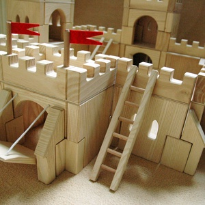 Hornburg Csodavár Építőjáték - igényes, kreatív, fa építőjáték, Játék, Gyerek & játék, Fajáték, Készségfejlesztő játék, Famegmunkálás,  Várkastély\n\nA várfalak, kötőelemek, kiegészítő és díszítő elemek variálásával változatosan építhető..., Meska