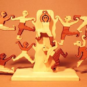 """Akrobaták - keményfából készült, variálható szobadísz, játék, Készségfejlesztő & Logikai játék, Játék & Gyerek, Famegmunkálás, Újrahasznosított alapanyagból készült termékek, Az \""""akrobaták\""""  a forma-tér és egyensúlyérzéket fejlesztő játék. A különböző mozdulatú figurák egysz..., Meska"""
