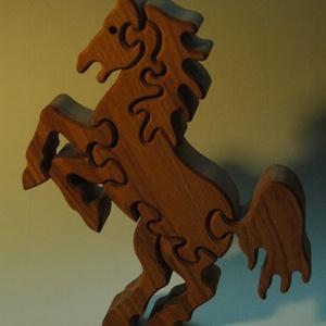 ágaskodó paripa, Játék & Gyerek, Készségfejlesztő & Logikai játék, Famegmunkálás, Ez a szilaj paripa kőrisfából készült puzzle. Mérete 20 x 17 x  2,5 cm. Kiegyensúlyozottságának kösz..., Meska