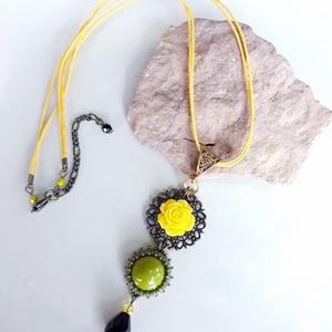 Sárga rózsás  nyaklánc  (hoyacarnosa) - Meska.hu