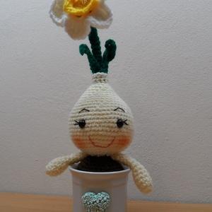 Csillagvirág sárga belsővel, Otthon & Lakás, Dekoráció, Csokor & Virágdísz, Horgolás, 27 cm magas hagymás virág, díszített porcelán kaspóban. A lakás dísze lehet. Felnőtteknek is ajánlom..., Meska