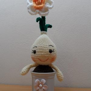 Csillagvirág narancs belsővel, Otthon & Lakás, Dekoráció, Csokor & Virágdísz, Horgolás, 27 cm magas hagymás virág, díszített porcelán kaspóban. A lakás dísze lehet. Felnőtteknek is ajánlom..., Meska