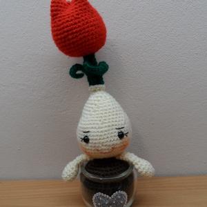 Tulipán 2., Otthon & Lakás, Dekoráció, Csokor & Virágdísz, Horgolás, 27 cm magas hagymás virág, díszített üvegben. A lakás dísze lehet. Felnőtteknek is ajánlom. Kedves a..., Meska