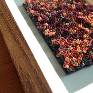 Lila virágtenger - 3D kép süthető gyurmából (S), Kép & Falikép, Dekoráció, Otthon & Lakás, Gyurma, Festett tárgyak, A kép süthető gyurmából készült, középbarna képkeretbe került.\n\nA keret 12x17 cm, elrendezése variál..., Meska